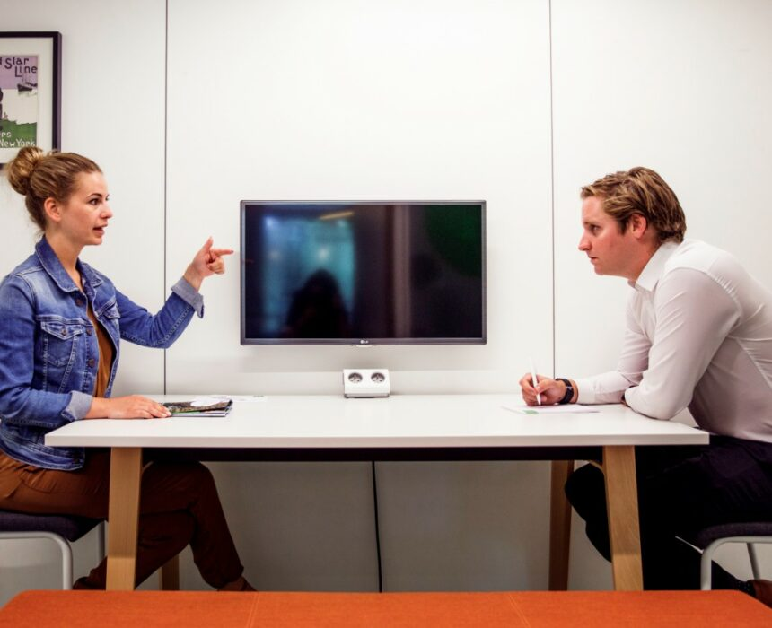 A meeting in 't Steen meeting room in Greenhouse Antwerp