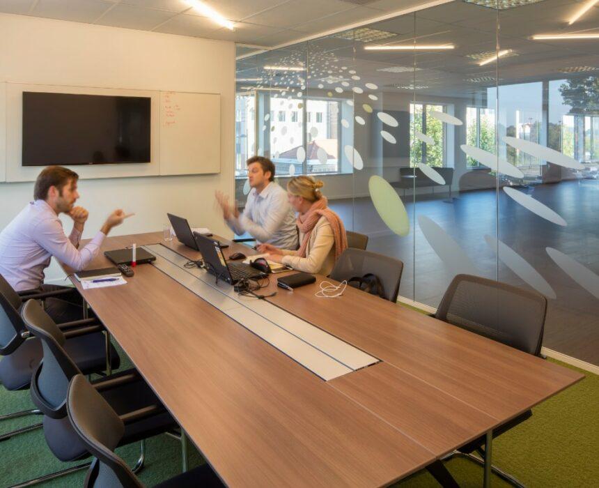 Een vergadering in meeting room Invito in Greenhouse Mechelen