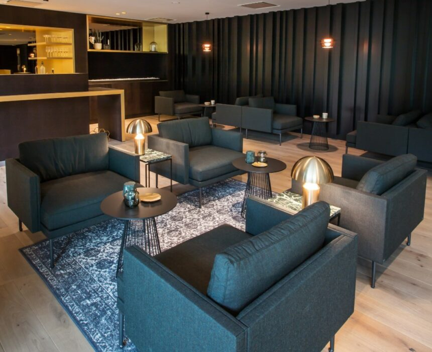 Zetels in de lounge van de boardroom