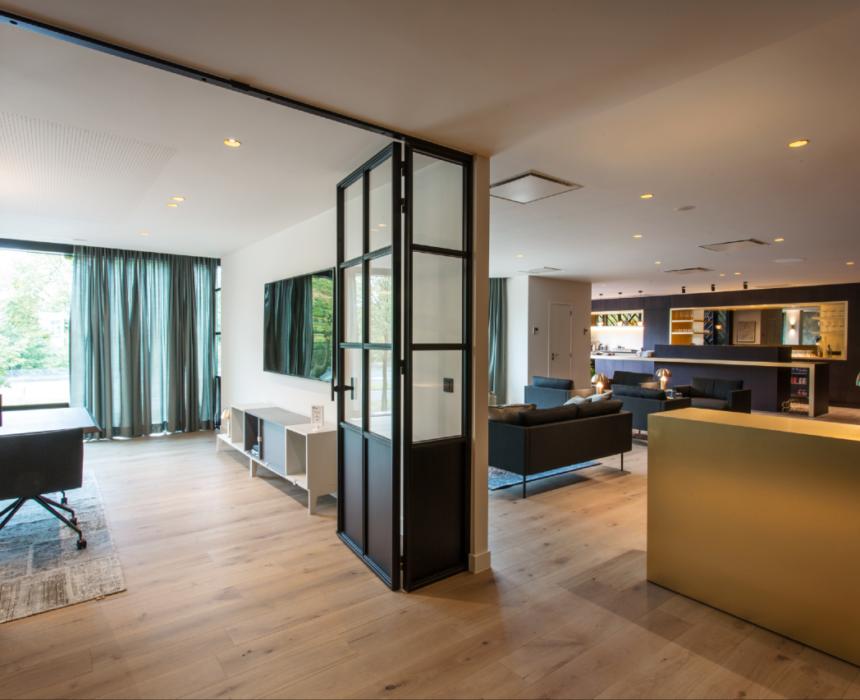Boardroom in Greenhouse Antwerp bestaat uit een vergaderzaal en lounge