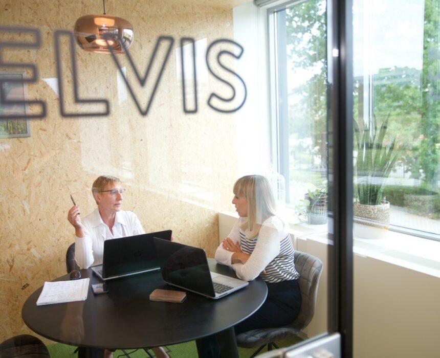 A meeting in Elvis meeting room in Greenhouse BXL