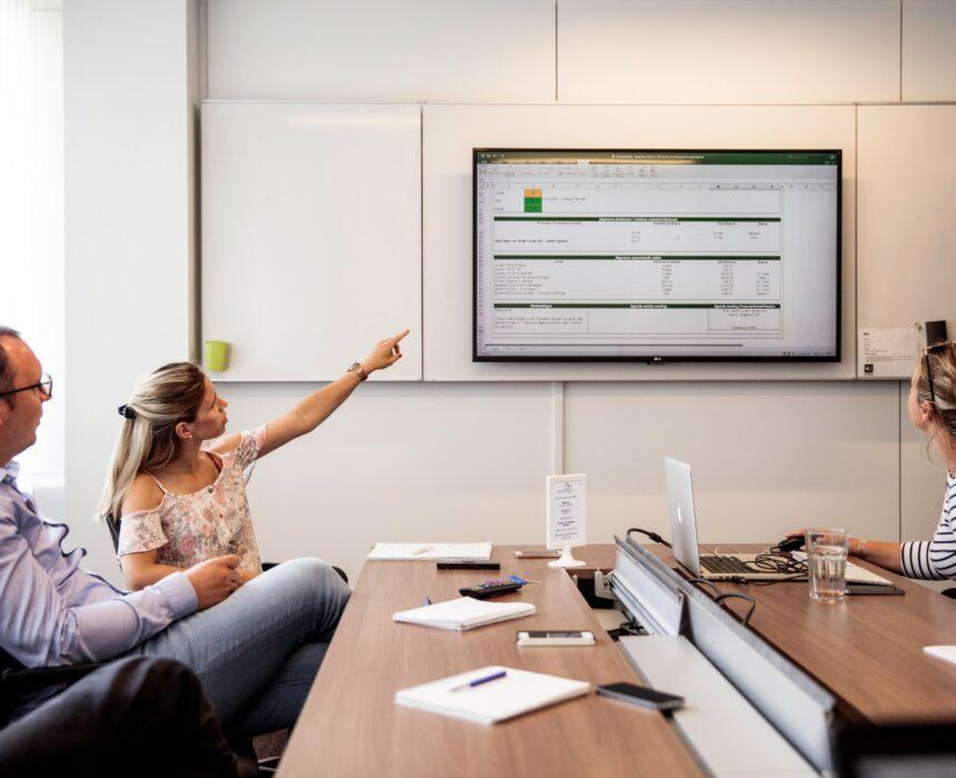 A meeting in the Groenplaats meeting room