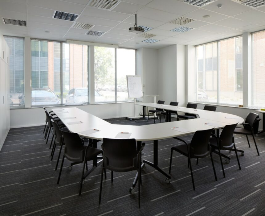 An overview of the Koneksa meeting room in Greenhouse Mechelen