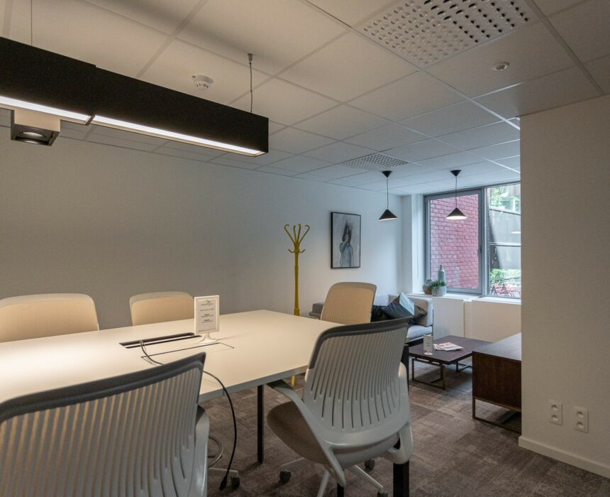 An overview of Sinatra, a meeting room with a salon in Greenhouse BXL